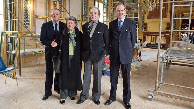 De gauche à droite, le prince Jacques d'Orléans, la princesse Hélène, les princes Henri et Jean d'Orléans, en 2011 au château d'Eu (Normandie