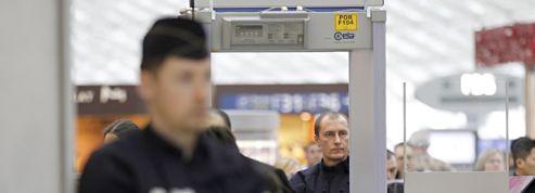 Le retour en France des trois djihadistes présumés vire au fiasco