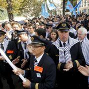 Air France : les pilotes dans la rue en marinières made in France