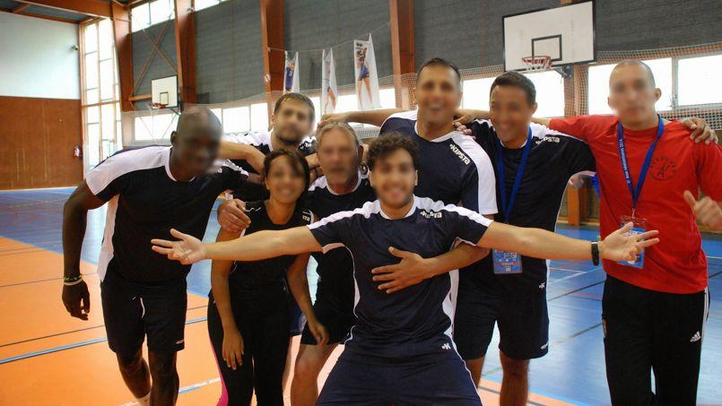 Les Jeux pénitentiaires ont été l'occasion de célébrer une victoire sportive pour plusieurs détenus, comme ces joueurs de volley-ball.