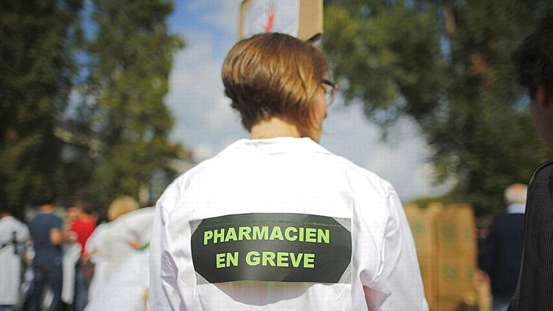 Manifestation de pharmaciens en gr�ve � Nantes (REUTERS/St�phane Mahe).