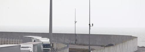 Le port de Calais en état de siège face aux migrants