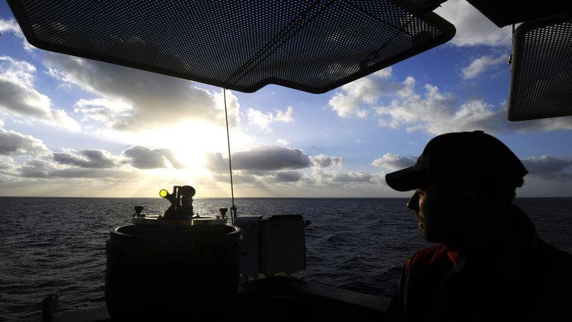 Un sous-marin italien arrête des passeurs en Méditerranée