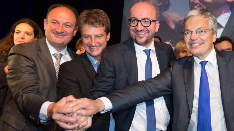 Le gouvernement belge, souriant.
