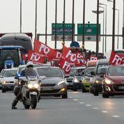 À Calais, des policiers en colère manifestent
