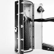 Karl Lagerfeld crée un punching-ball Louis Vuitton à 175.000 dollars