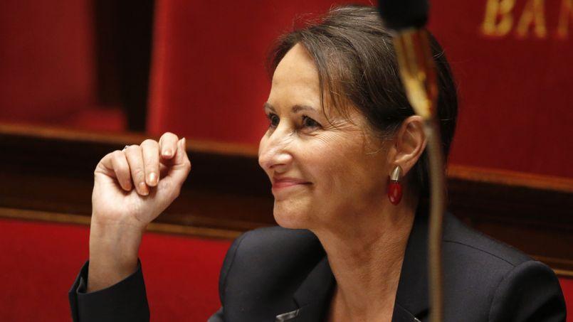 Autoroutes : Ségolène Royal persiste et agace au PS