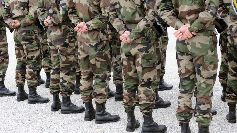 Des soldats du 8e Régiment parachutiste d'infanterie de marine le 20 mai 2008, à Castres.