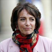 Touraine défend son projet de loi contre cigarettiers et médecins
