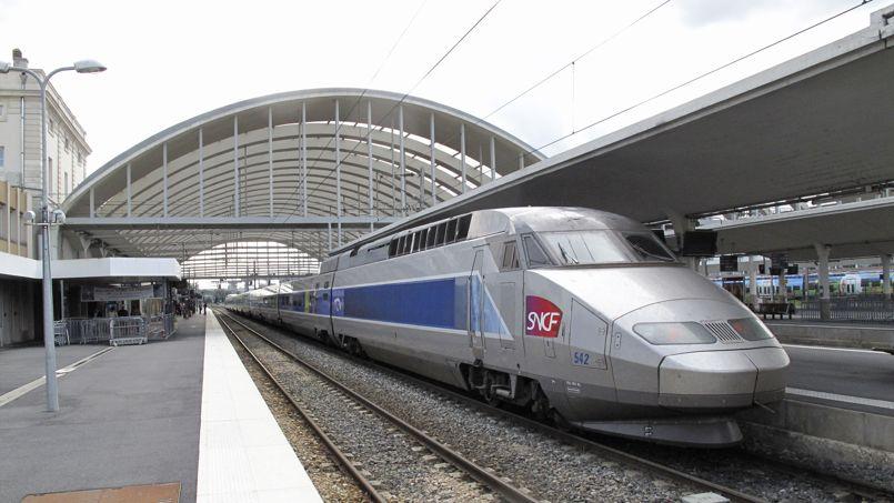 Un TGV entre en gare de Reims. Crédit photos: François BOUCHON / Le Figaro