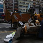 Hongkong : la police démantèle les campements de manifestants
