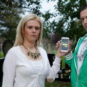 Grande-Bretagne : polémique sur un SMS d'outre-tombe
