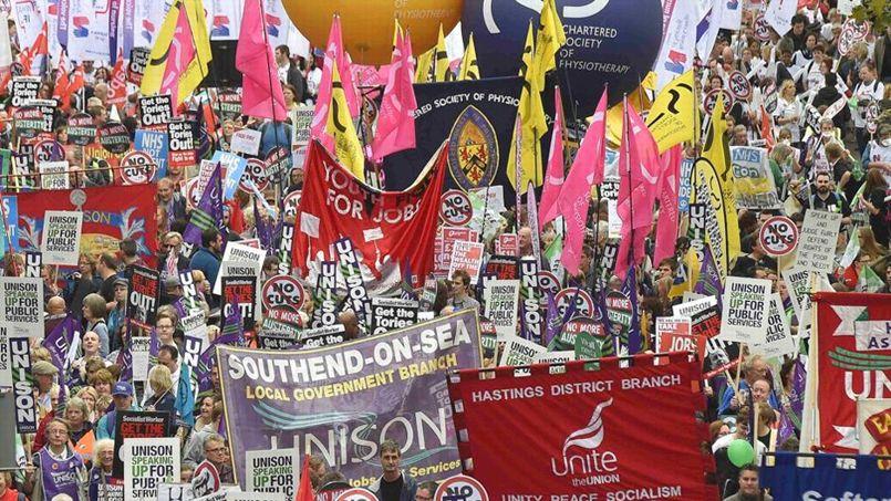 Des milliers de manifestants défilent aujourd'hui en plein centre de Londres.