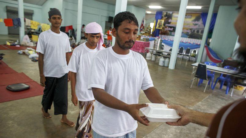 De nombreux Rohingyas essaient de gagner la Malaisie pour trouver du travail, mais ceux-ci ont été enlevés pour alimenter un commerce d'esclaves.