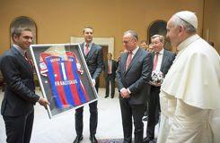 Reçus par le pape, les joueurs du Bayern promettent un don d'1 million d'euros