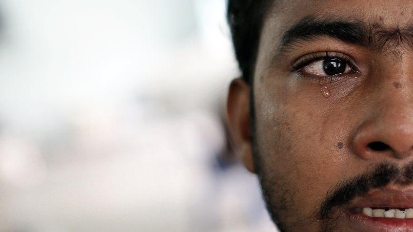 Muhammed Ariful Islam, un peintre bangladais, a été prisonnier sur un bateau de pêche avant d'être abandonné sur une île du sud de la Thaïlande. Il a trouvé refuge à Takua Pa avec ses compagnons d'infortune.