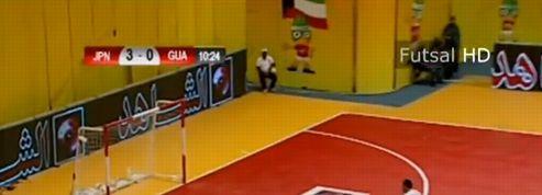Un but incroyable lors d'un match de foot en salle