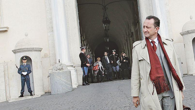 Luca Cianferoni, l'avocat du chef mafieux Toto Riina, incarcéré à vie depuis vingtans, quitte le palais du Quirinal, siège de la présidence italienne, mardi, à Rome.