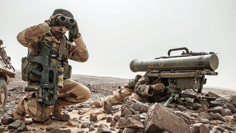 Deux soldats français de l'opération Le Havre-Barkhane, en septembre dernier au sud du Tigharghar, près de Kidal, au Nord-Mali.