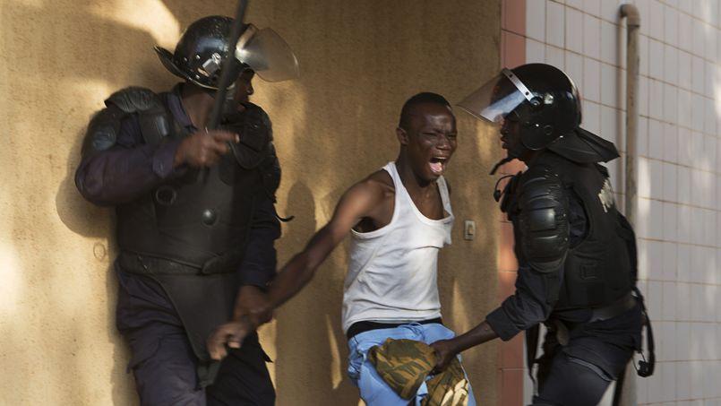 Trois manifestants auraient été tués et plusieurs autres blessés par les forces de l'ordre selon les services d'urgence.