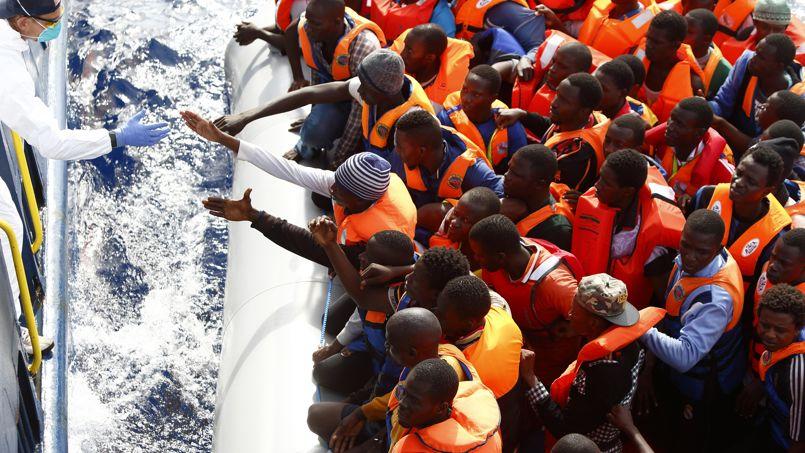 Un groupe de 104 migrants secourus en octobre par une ONG en Mediterranée.