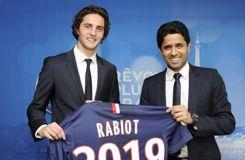 Contrat prolongé de Rabiot: le PSG et le joueur moqués sur <i>Twitter</i>