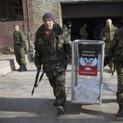 Drôles d'élections sous la menace des canons à Donetsk