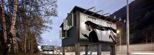 Transformer les panneaux publicitaires... en domicile pour les SDF