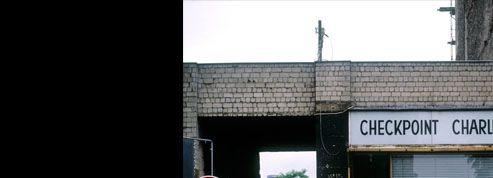 Checkpoint Charlie, lieu mythique du Mur de Berlin