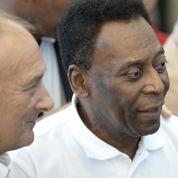 Pelé, la légende du football, hospitalisé au Brésil