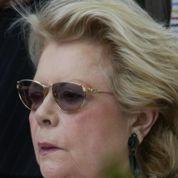 La veuve de Serge Reggiani sauvée par des dons anonymes