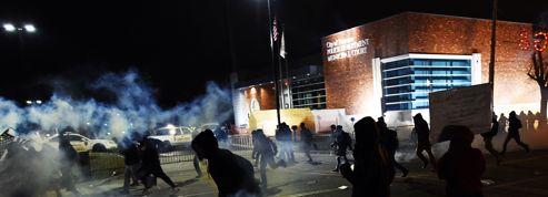 Violents heurts à Ferguson, Obama appelle au calme