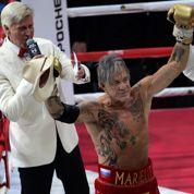Les huit clichés du retour de Mickey Rourke sur un ring