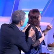 Nagui fait une surprise à une candidate en lui présentant Maxime Chattam