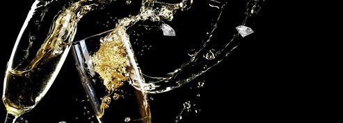 Un diamant caché dans une coupe de champagne pour le Nouvel An