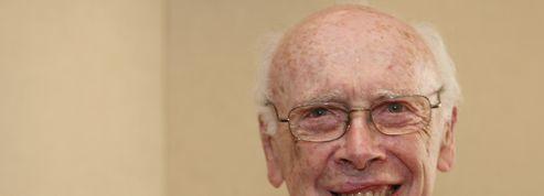 Un prix Nobel vend sa médaille pour laver son honneur