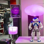 Le robot français Nao fait ses premiers pas chez Darty