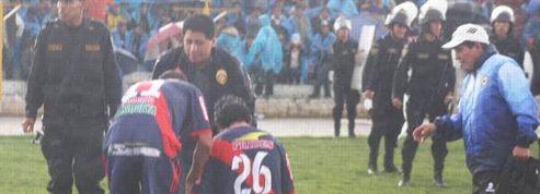 Un joueur frappé par la foudre en plein match au Pérou