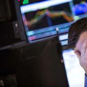 Les prix du pétrole continuent leur plongeon