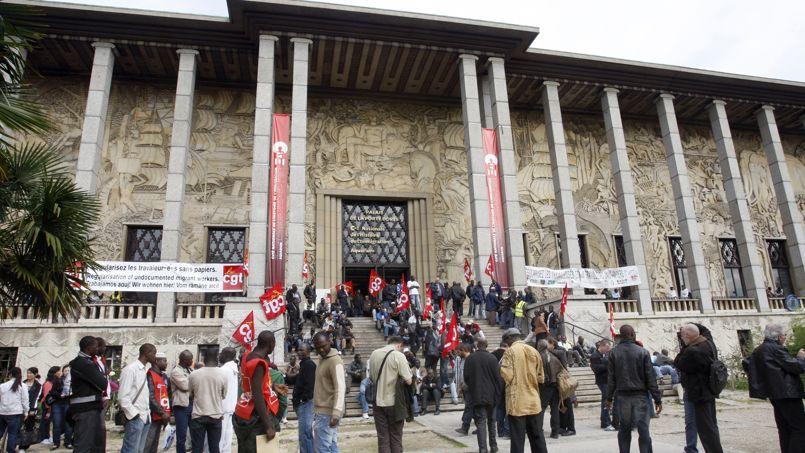 En octobre 2010, environ 500 sans papiers ont occupé les lieux, et jusqu'à 300 ont dormi sur place.