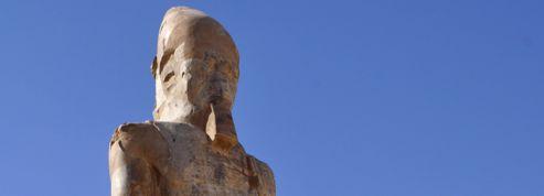 Une cinquième statue d'Amenhotep III dévoilée en Égypte