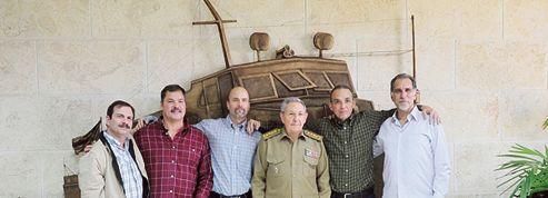 États-Unis-Cuba: les«Cinq de Miami» reçus en héros par Raul Castro