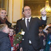 Poignées de main et petites blagues : François Hollande, un ami quivous veut du bien