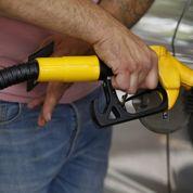 Les prix à la pompe baissent moins vite que ceux du baril