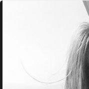 Zahia souhaite ses vœux 2015... seins nus