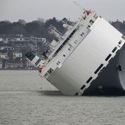 Un cargo s'échoue près de Southampton