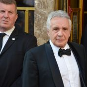 Michel Sardou «xénophobe»: le chanteur porte plainte