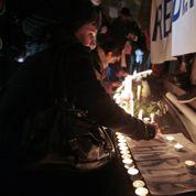 Charlie Hebdo : plus de 100.000 personnes rassemblées en silence