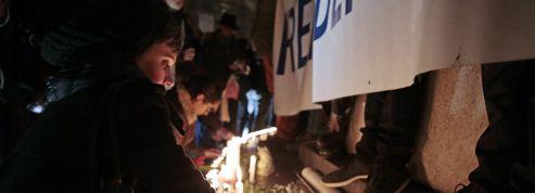 Charlie Hebdo : plus de 100.000 personnes se rassemblent en silence