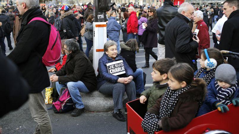 Des centaines de milliers de personnes, toutes générations confondues, se sont retrouvées ce dimanche à Paris pour dénoncer ces attaques terroristes qui ont fait 17 victimes.